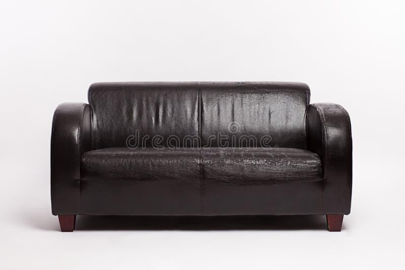 Παλαιός μαύρος καναπές δέρματος στοκ εικόνα με δικαίωμα ελεύθερης χρήσης