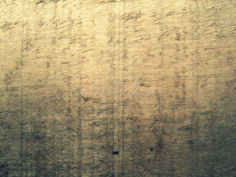 Παλαιός ξύλινος πίνακας που βάζει στη γωνία του ναυπηγείου στοκ εικόνες