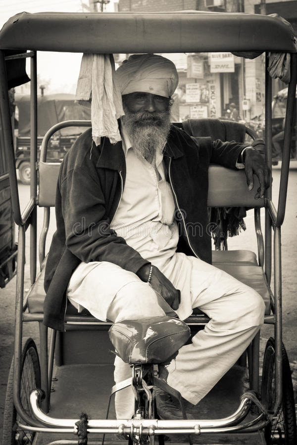Παλαιός οδηγός δίτροχων χειραμαξών Amritsar, Punjab, Ινδία στοκ εικόνες