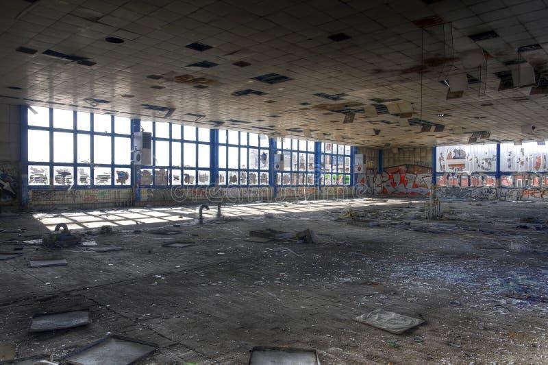 Παλαιός ρυπαίνοντας την αίθουσα στοκ φωτογραφίες