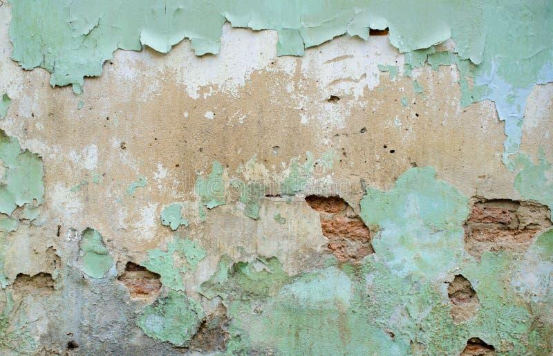Παλαιός τοίχος με το ραγισμένο χρώμα στοκ εικόνα