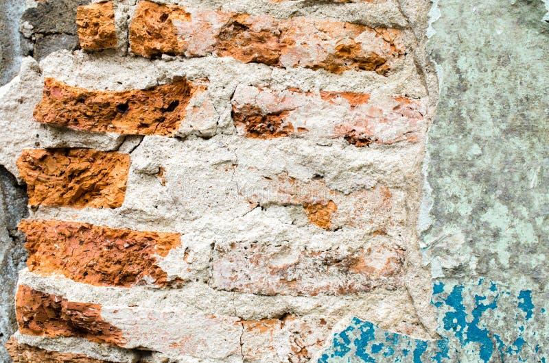 Παλαιός τοίχος με το ραγισμένο χρώμα στοκ φωτογραφίες με δικαίωμα ελεύθερης χρήσης
