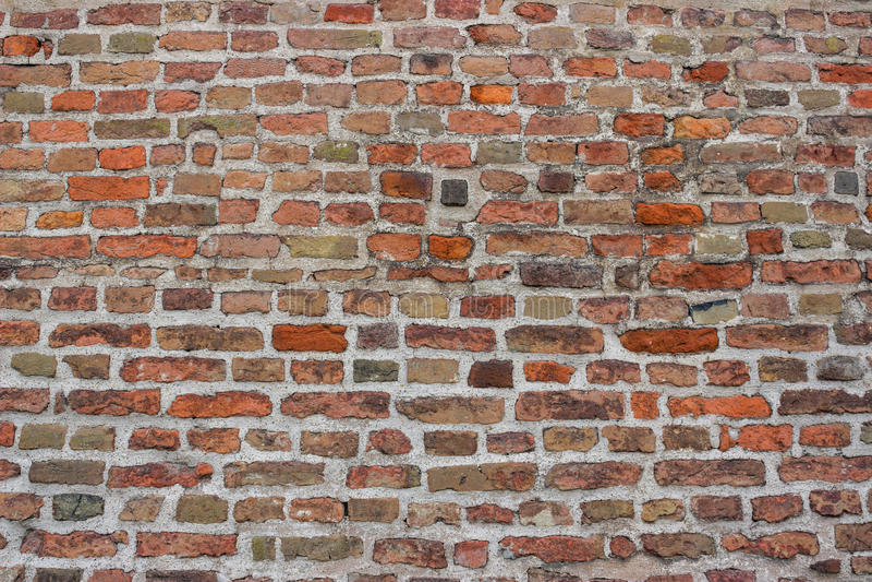 Παλαιός τοίχος τούβλων με το τσιμέντο στοκ φωτογραφίες