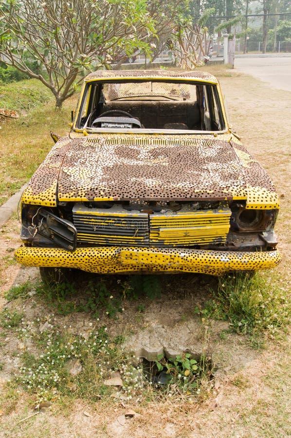 Παλαιός όμορφος ο κίτρινος αυτοκινήτων στοκ εικόνες με δικαίωμα ελεύθερης χρήσης