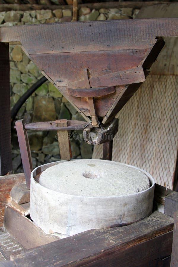 Παλαιός millstone μηχανισμός στο βουλγαρικό watermill, Etar, Βουλγαρία στοκ εικόνα
