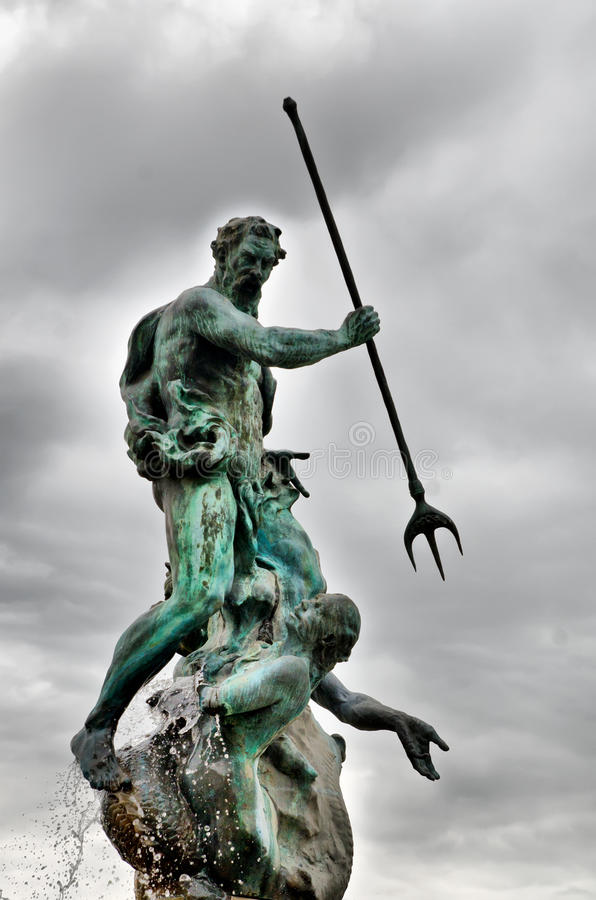 Παλαιό άγαλμα στοκ εικόνες