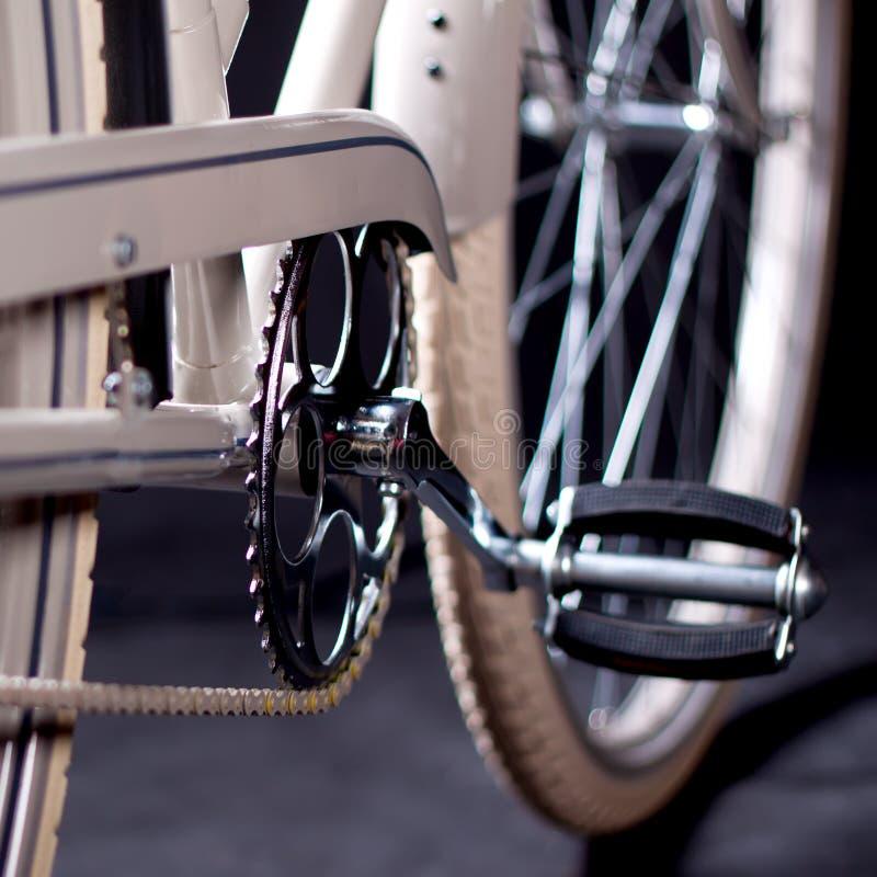 Παλαιό ανανεωμένο αναδρομικό ποδήλατο - λεπτομέρειες στοκ εικόνα