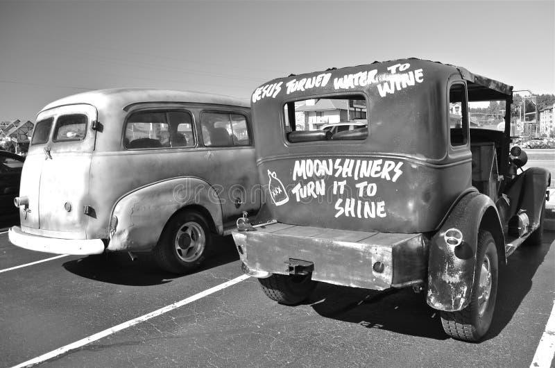 Παλαιό αυτοκίνητο λαθραίων ποτών (γραπτό) στοκ εικόνα με δικαίωμα ελεύθερης χρήσης