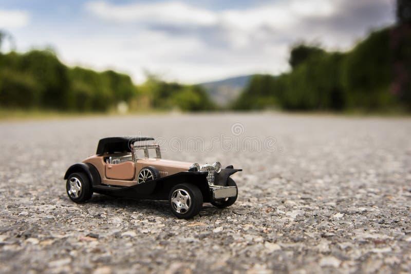 παλαιό αυτοκίνητο παιχνιδιών των δεκαετιών του 20ου αιώνα στοκ εικόνα με δικαίωμα ελεύθερης χρήσης