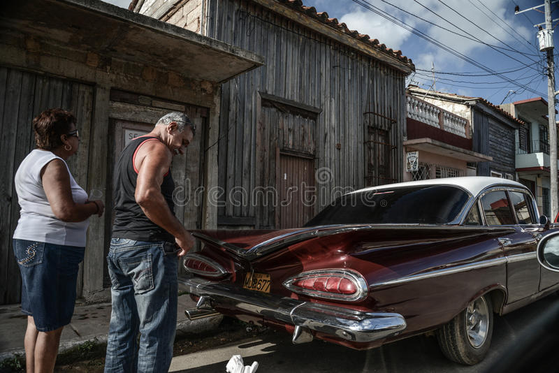 Παλαιό αυτοκίνητο στην οδό στην Αβάνα Κούβα στοκ φωτογραφίες