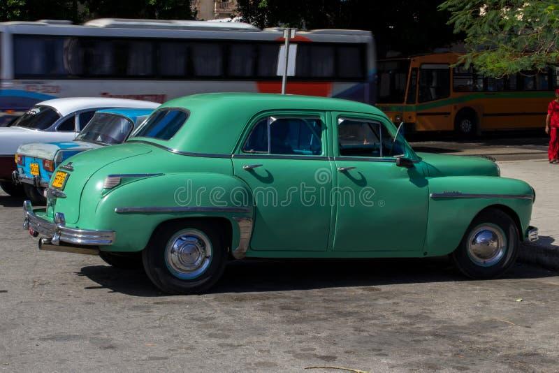 Παλαιό αυτοκίνητο στις οδούς της Κούβας στοκ φωτογραφία