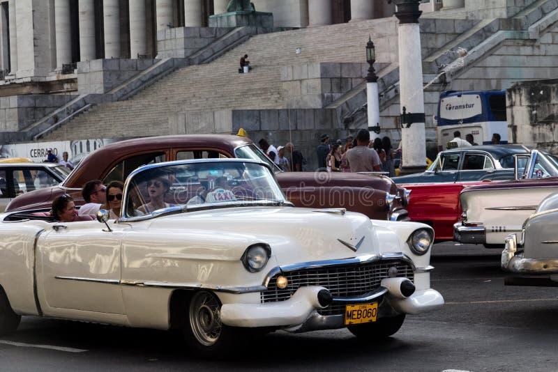 Παλαιό αυτοκίνητο στις οδούς της Κούβας στοκ εικόνα