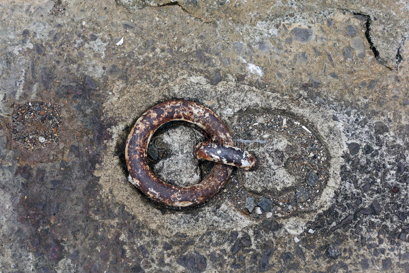 Παλαιό δαχτυλίδι πρόσδεσης στοκ φωτογραφία