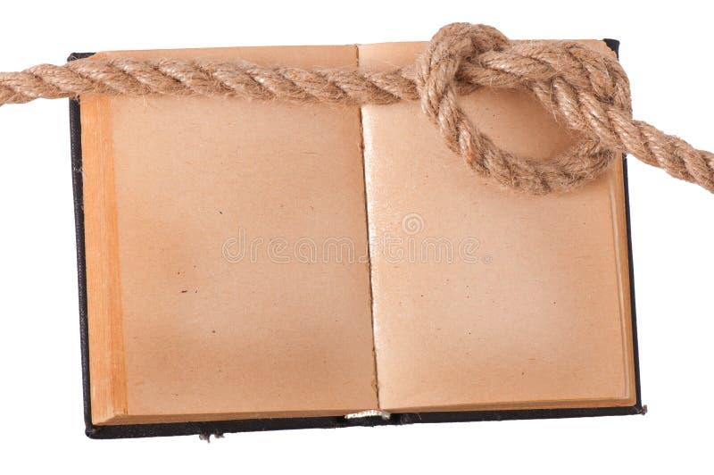 Παλαιό βιβλίο και θαλάσσιος κόμβος στοκ εικόνα