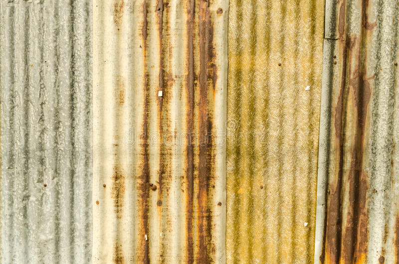 Παλαιό γαλβανισμένο σκουριά πιάτο στεγών σιδήρου στοκ εικόνα με δικαίωμα ελεύθερης χρήσης