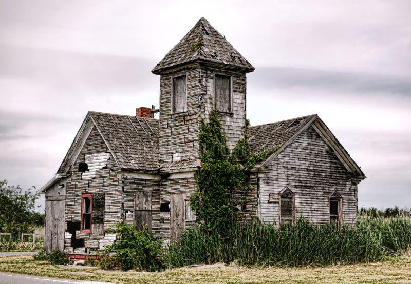 Παλαιό εγκαταλειμμένο κενό κενό κτήριο αιθουσών εκκλησιών στοκ εικόνες