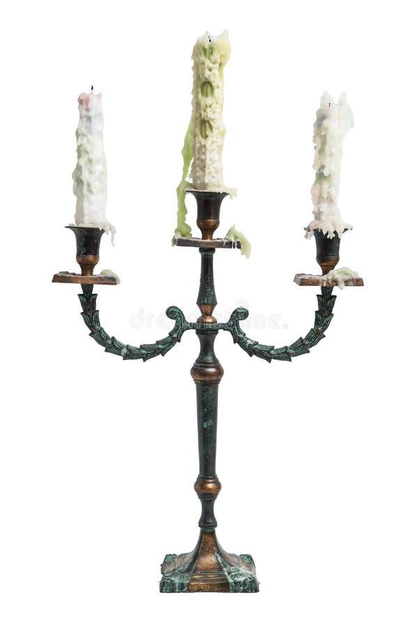 Παλαιό εκλεκτής ποιότητας αρχαίο μπαρόκ κηροπήγιο μετάλλων με τρία άσπρα λειωμένα κεριά στοκ εικόνες