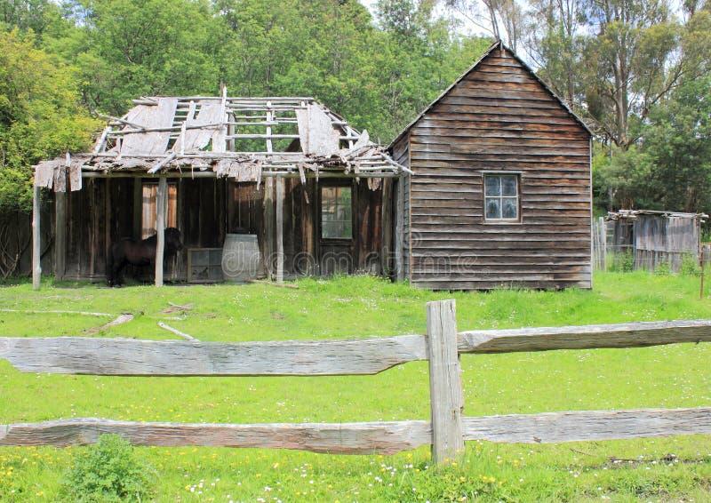 Παλαιό εξοχικό σπίτι αποίκων στοκ εικόνα με δικαίωμα ελεύθερης χρήσης