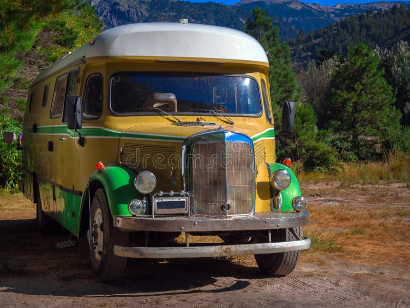 Παλαιό λεωφορείο ταξιδιού στοκ εικόνες