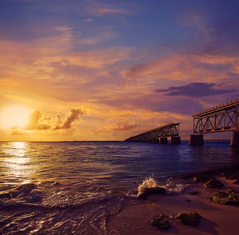 Παλαιό ηλιοβασίλεμα γεφυρών των Florida Keys σε Bahia Honda στοκ εικόνες