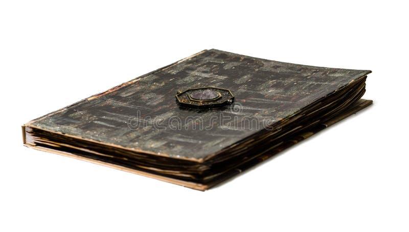 Παλαιό και μμένο βιβλίο με το σημάδι στην κάλυψη στοκ εικόνα