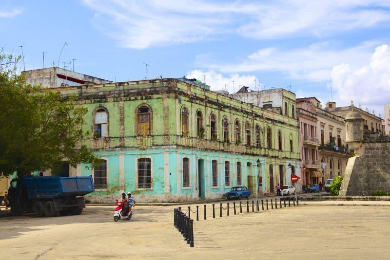 Παλαιό κτήριο στο Λα Αβάνα στοκ εικόνα