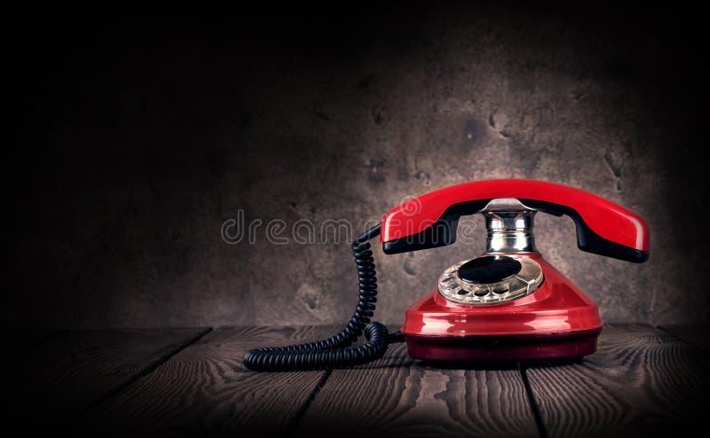 παλαιό κόκκινο τηλέφωνο στοκ εικόνες
