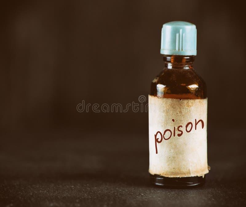 Παλαιό μπουκάλι με το δηλητήριο στοκ φωτογραφίες