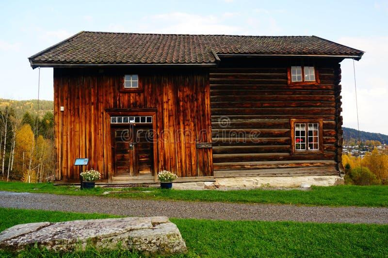 Παλαιό νορβηγικό ξύλινο σπίτι στοκ εικόνες