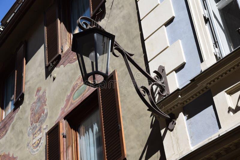 Παλαιό νότιο Τύρολο Ιταλία Ευρώπη οδικού merano φαναριών στοκ εικόνες