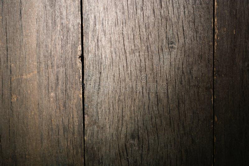 Παλαιό ξεπερασμένο σάπιο ραγισμένο δεμένο χονδροειδές ξύλο στοκ εικόνα με δικαίωμα ελεύθερης χρήσης