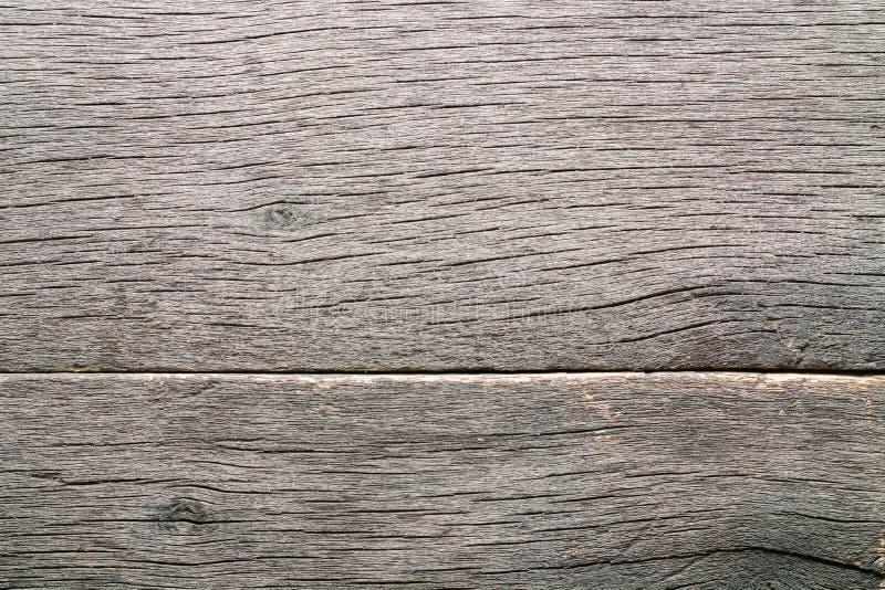 Παλαιό ξεπερασμένο σάπιο ραγισμένο δεμένο χονδροειδές ξύλο στοκ εικόνες