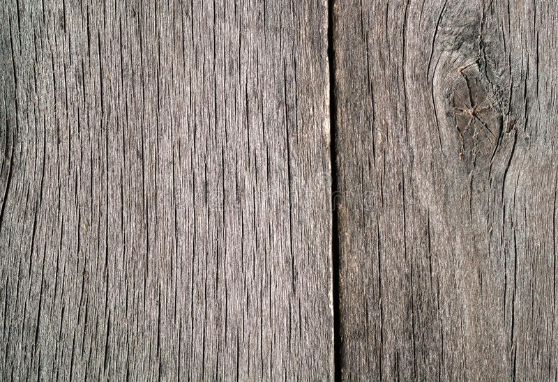 Παλαιό ξεπερασμένο σάπιο ραγισμένο δεμένο χονδροειδές ξύλο στοκ φωτογραφίες