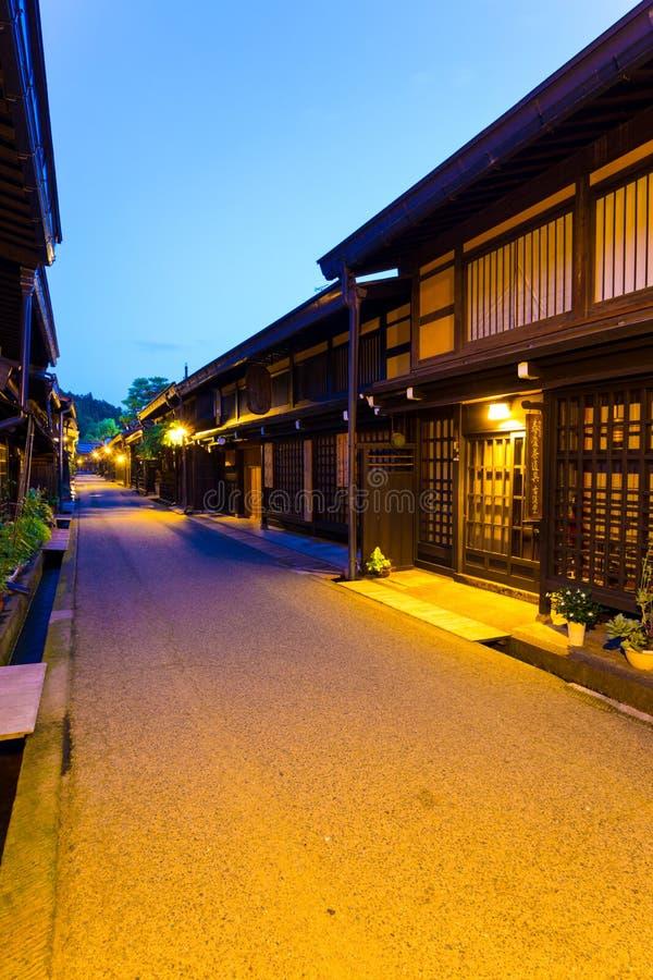 Παλαιό ξύλινο εγχώριο σούρουπο Β πόλης Takayama στοκ φωτογραφίες