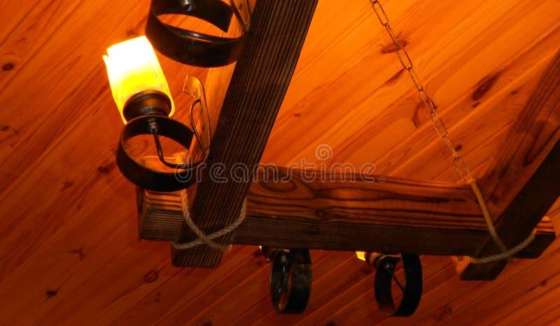 Παλαιό ξύλο λαμπτήρων στοκ φωτογραφίες με δικαίωμα ελεύθερης χρήσης