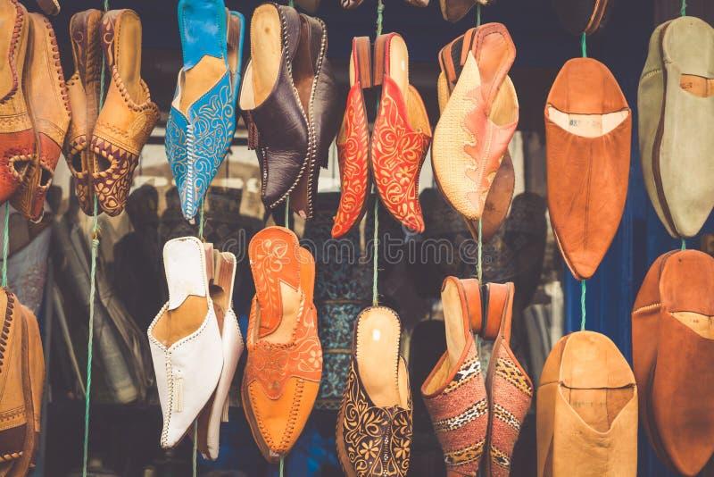 Παλαιό παζάρι Fez, χειροτεχνικό κατάστημα Medina του ζωηρόχρωμου μαροκινού δέρματος, στοκ εικόνες με δικαίωμα ελεύθερης χρήσης