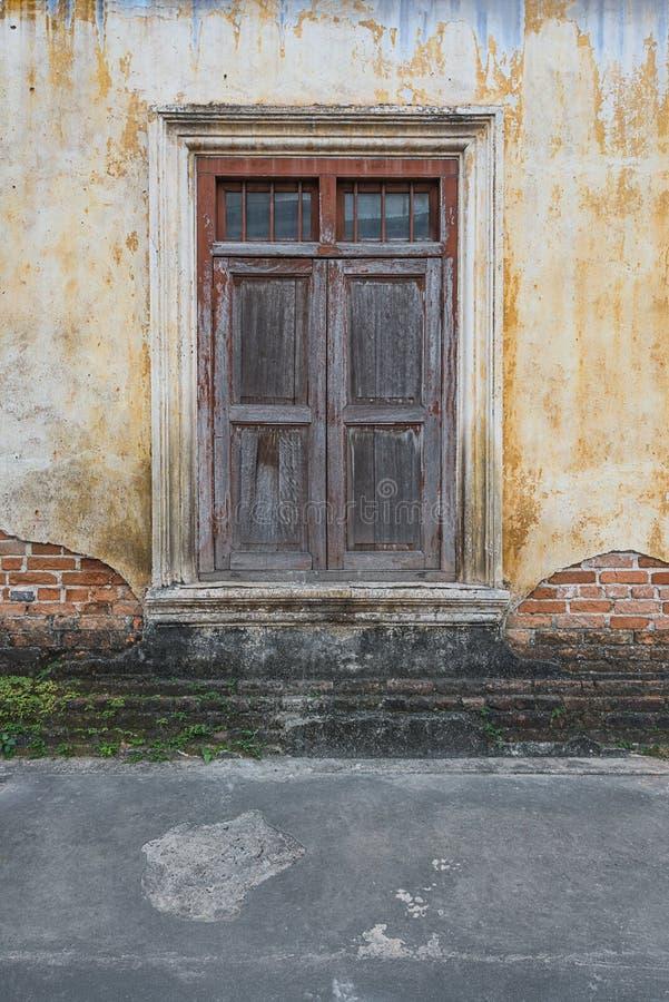 παλαιό παράθυρο σπιτιών στοκ φωτογραφία