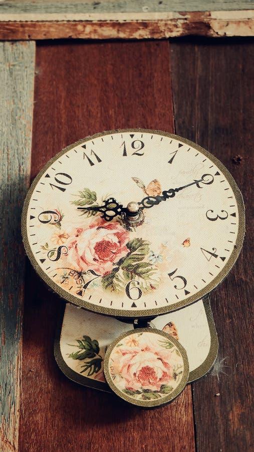 Παλαιό παλαιό ρολόι τοίχων στοκ φωτογραφία με δικαίωμα ελεύθερης χρήσης