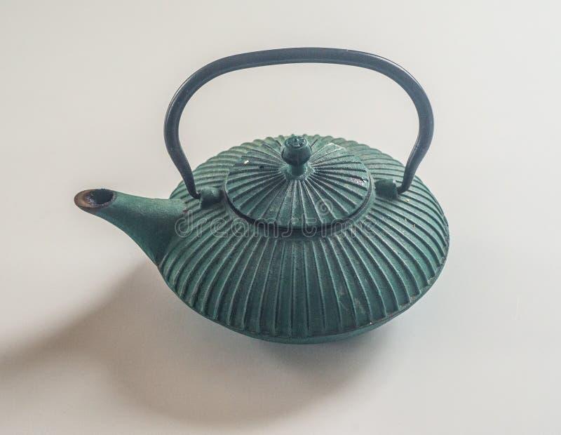Παλαιό πράσινο teapot χυτοσιδήρου στοκ εικόνες