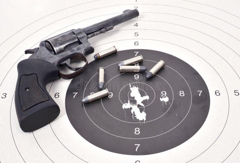 Παλαιό πυροβόλο όπλο με τη σφαίρα στοκ φωτογραφίες με δικαίωμα ελεύθερης χρήσης