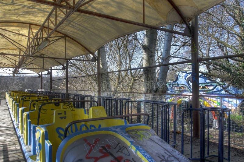 Παλαιό ρόλερ κόστερ σε ένα λούνα παρκ στοκ εικόνες