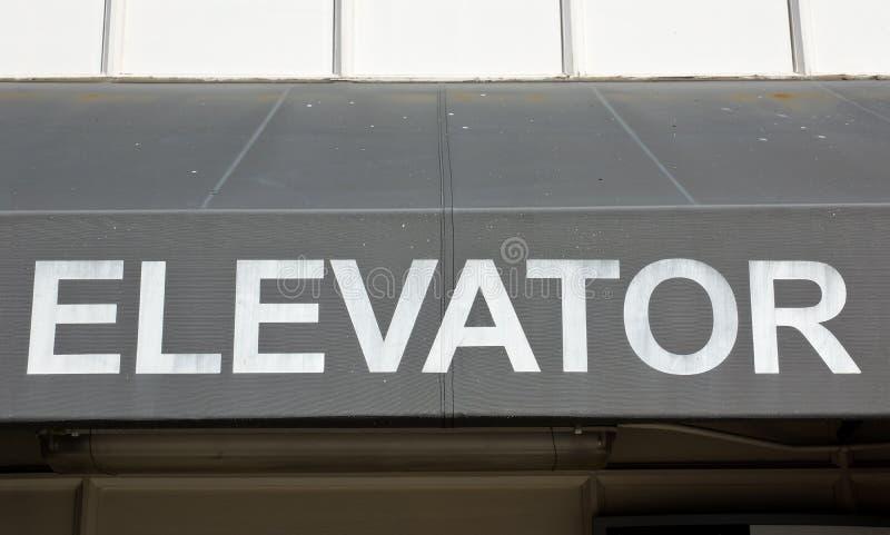 Παλαιό σημάδι ανελκυστήρων στοκ εικόνες