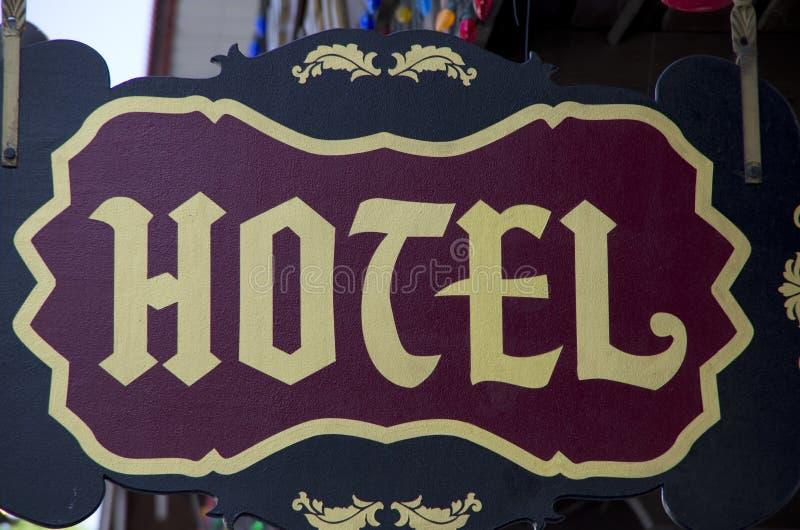 παλαιό σημάδι ξενοδοχείω& στοκ φωτογραφία με δικαίωμα ελεύθερης χρήσης