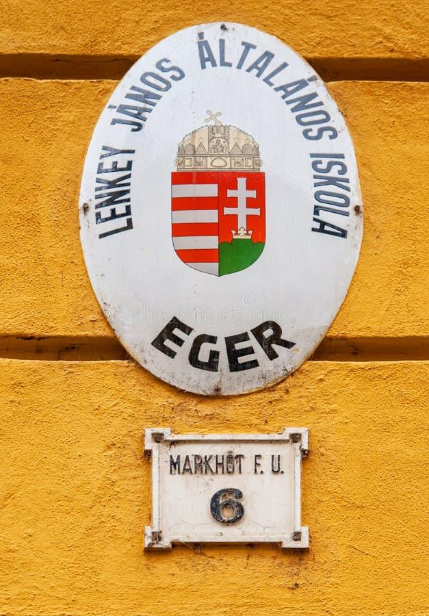 Παλαιό σημάδι οδών σε Eger, Ουγγαρία στοκ εικόνες