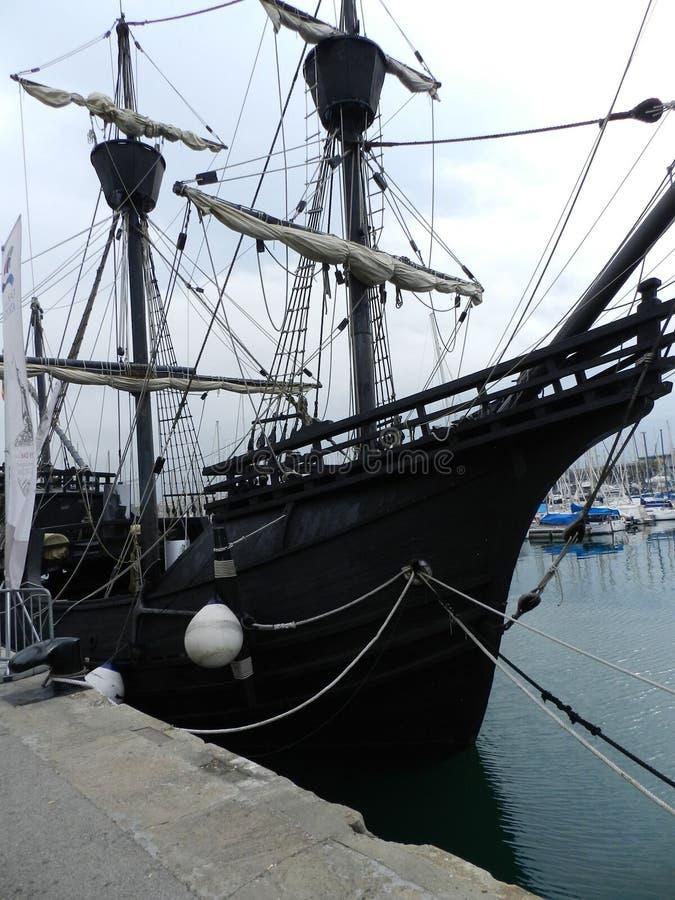 Παλαιό σκάφος στη λέσχη γιοτ της Βαρκελώνης στοκ εικόνες