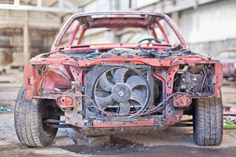 Παλαιό σκουριασμένο αυτοκίνητο χωρίς πόρτες στοκ φωτογραφίες με δικαίωμα ελεύθερης χρήσης