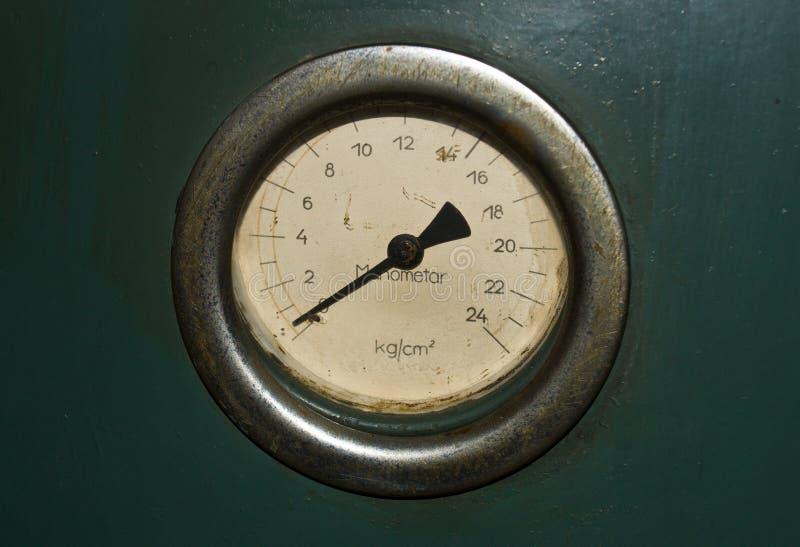 Παλαιό σκουριασμένο μανόμετρο στοκ εικόνες