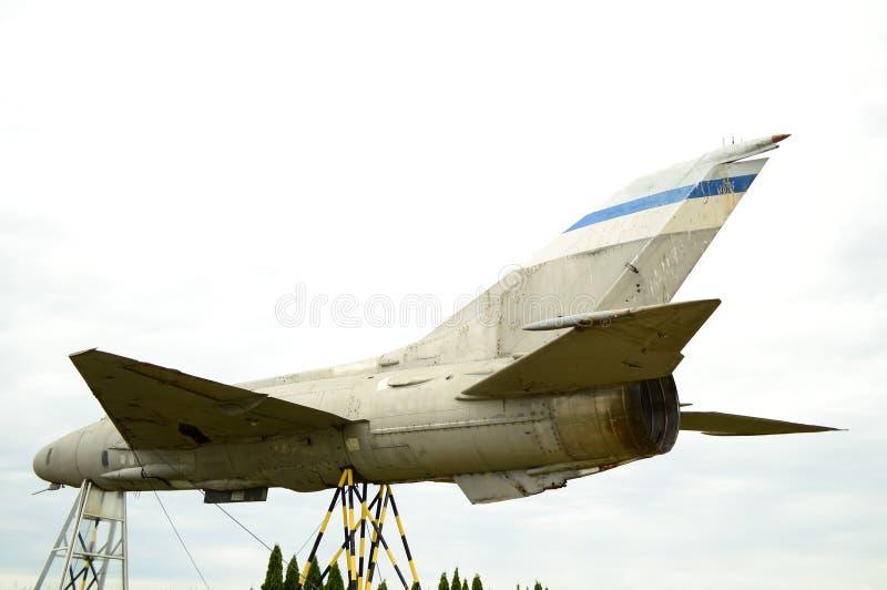 Παλαιό σκουριασμένο στρατιωτικό αεροπλάνο στοκ εικόνες