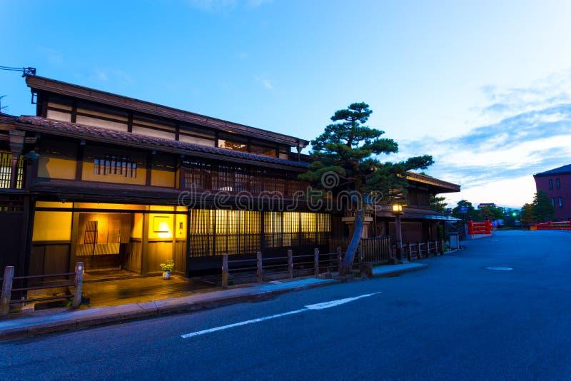 Παλαιό σούρουπο Χ πόλης παραδοσιακό ξύλινο σπιτιών Takayama στοκ εικόνα με δικαίωμα ελεύθερης χρήσης