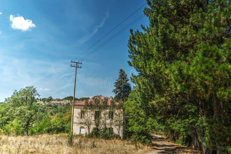 Παλαιό σπίτι στο δάσος του Burgos στοκ φωτογραφία